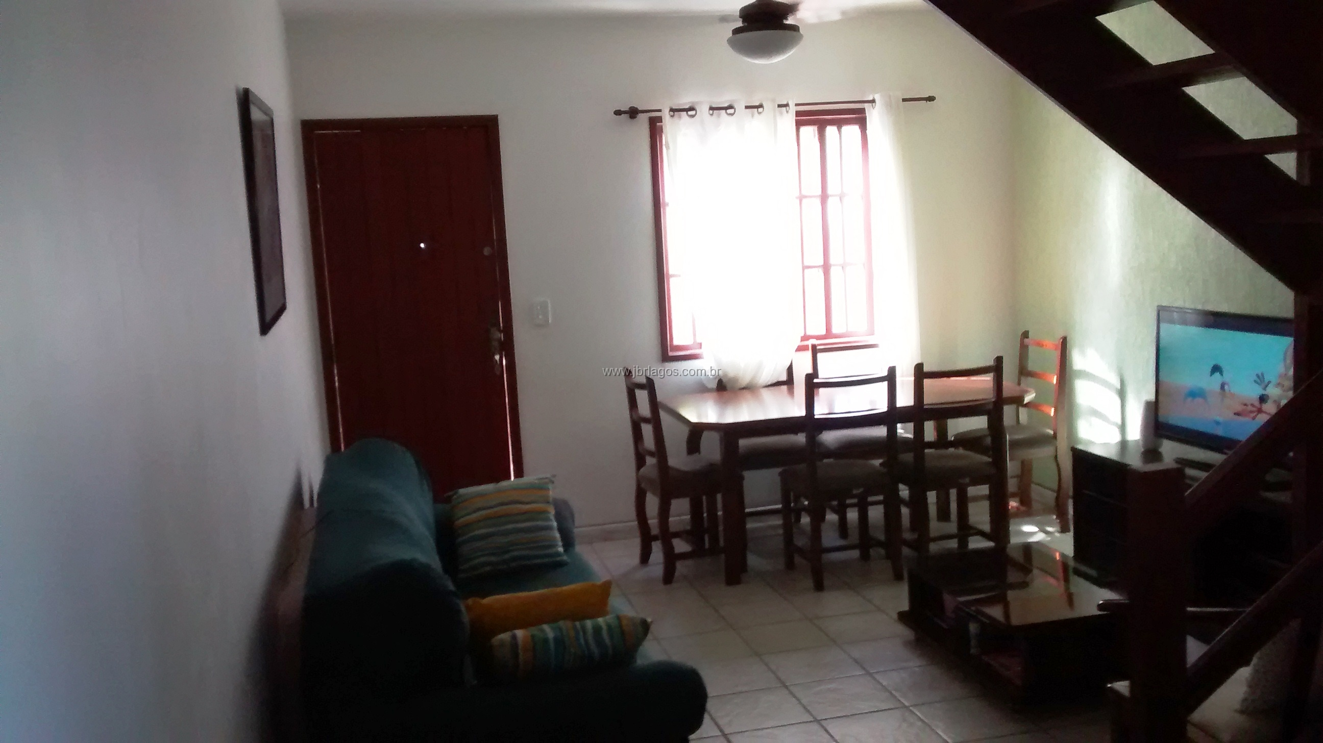 Ótima casa de condomínio, bem próximo a Praia do Siqueira, comércio e condução