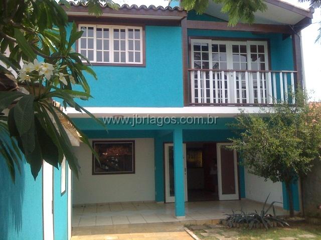 Casa independente com piscina, sauna e hidromassagem, perto de variado comércio, shopping e condução