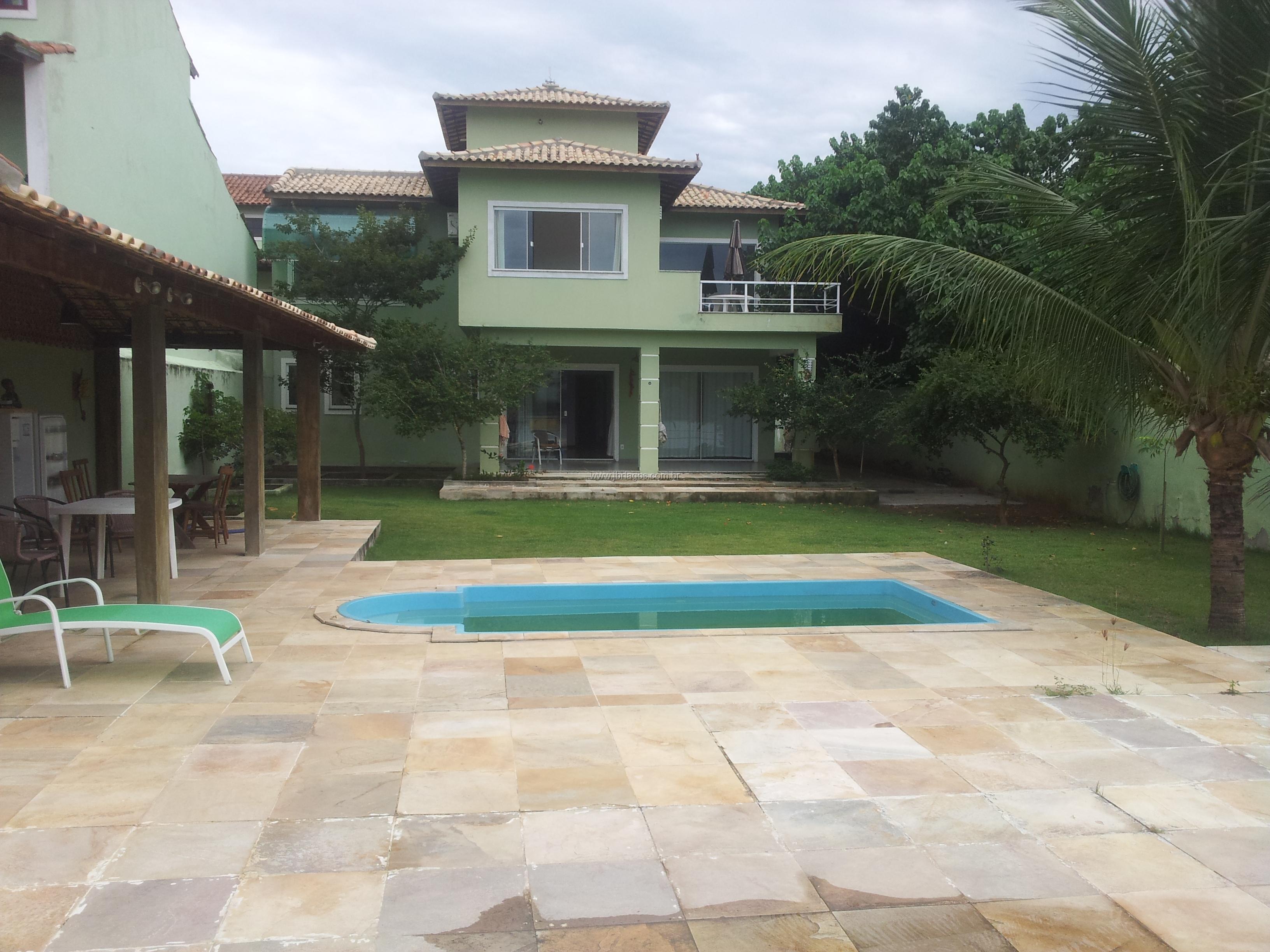 Casa independente, luxuosa, com rampa para lancha, em terreno de 705 m², com área de lazer completa