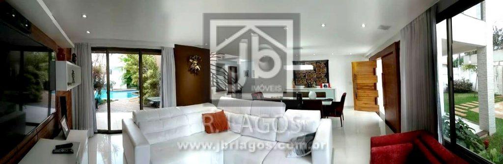 Mansão independente, projetada por renomado arquiteto, mobiliada e decorada, ótima localização