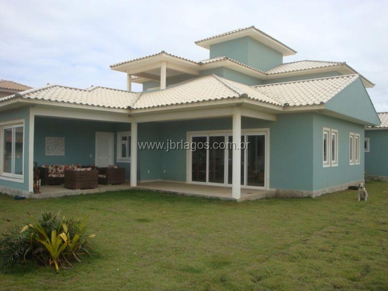 Luxuosa casa independente dentro da segurança de um condomínio em frente ao Mar