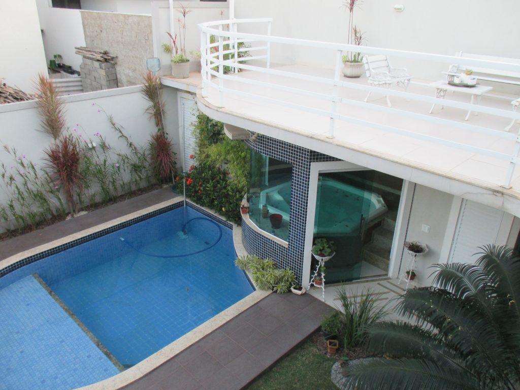 Mansão perto da Praia e Centro, finamente decorada e mobiliada, em condomínio de alto padrão