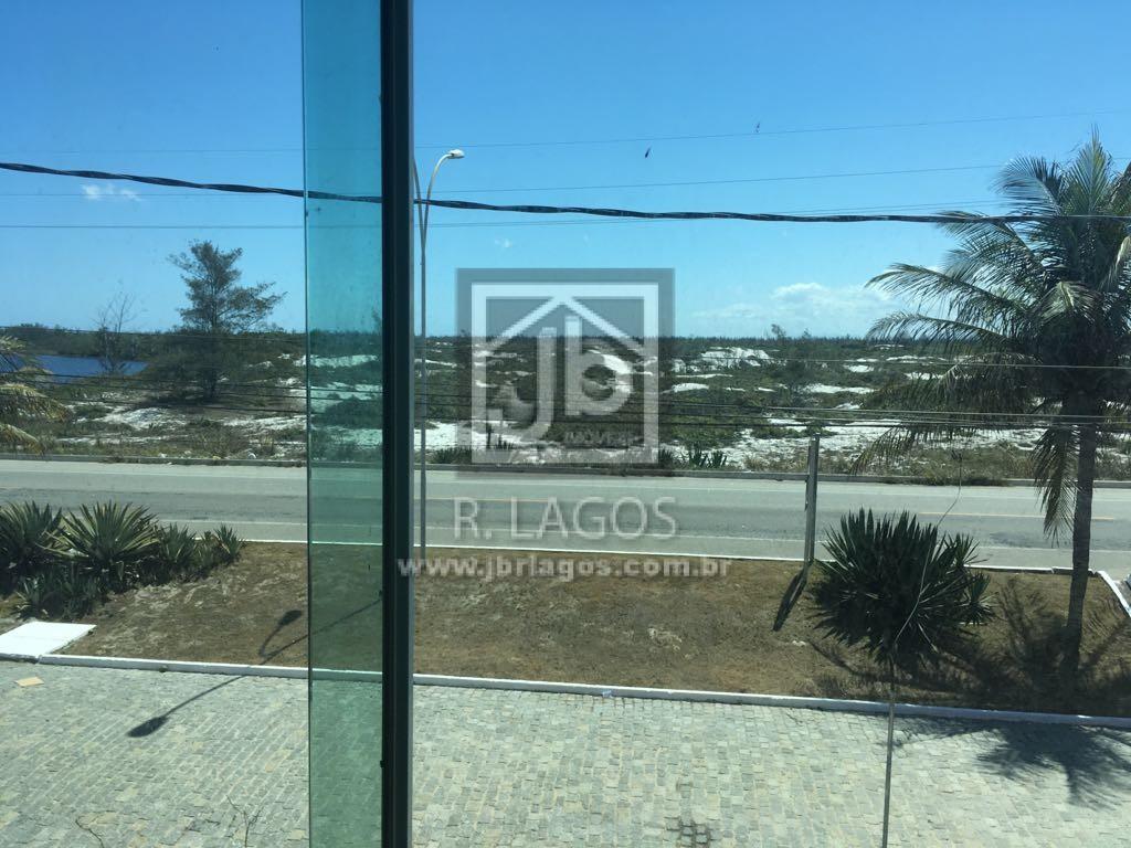 Casa de 1º locação em condomínio  frontal a Praia do Foguete, com total infraestrutura