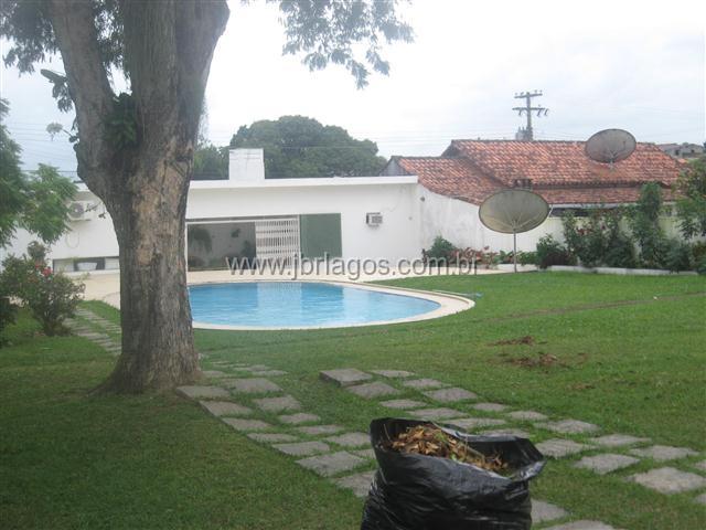 Casa independente projetada por Oscar Niemeyer, área de lazer, porteira fechada