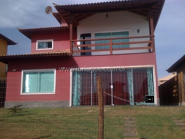 Casa duplex independente em condomínio, próxima a praia e comércio