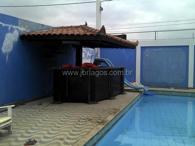 Ampla casa independente com piscina e churrasqueira perto da Praia do Foguete