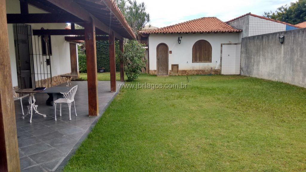 Aconchegante casa independente com área de lazer privativa, piscina e quintal