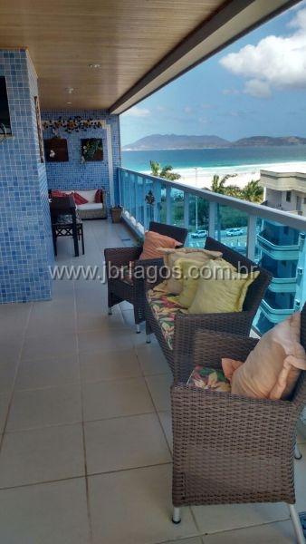 Luxuosa cobertura na quadra da Praia do forte com vista Mar