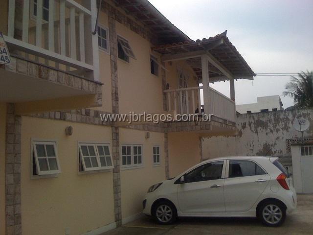 Casa tipo apartamento  perto de amplo comércio, condução e faculdade