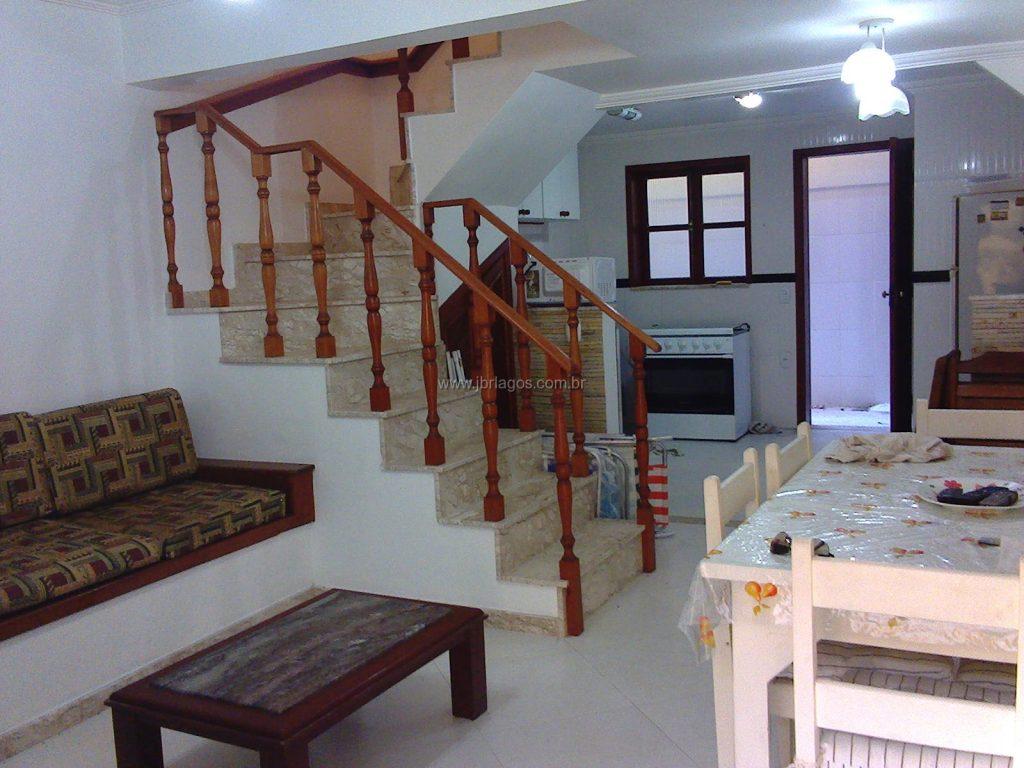 Casa em condomínio perto do Shopping e a 30 m da Praia do Peró