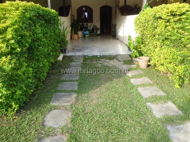 Ótima casa em condomínio, recém reformada, excelente localização, perto de variado comércio e condução