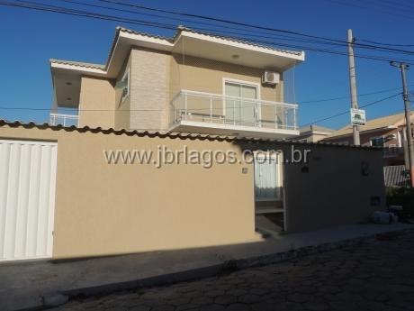 Ampla e linda casa com área de lazer privativa
