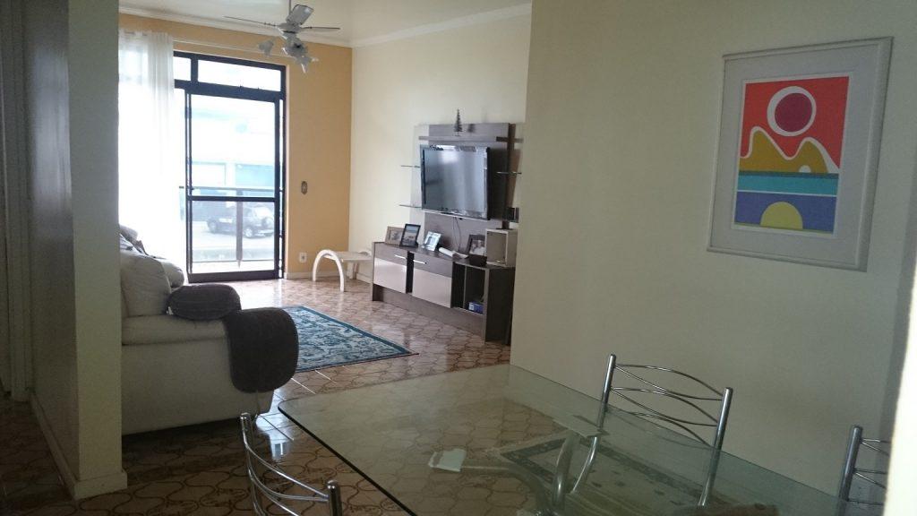 Ótimo apartamento amplo em excelente localização entre a praia e o Centro