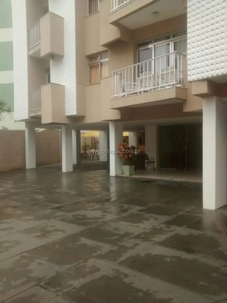 Apartamento a 150 m da Praia do Forte, perto de variado comércio e condução, oportunidade para moradia ou investimento