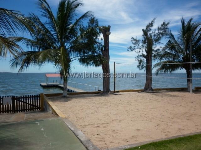 Ampla casa em condomínio com total infraestrutura e Praia particular