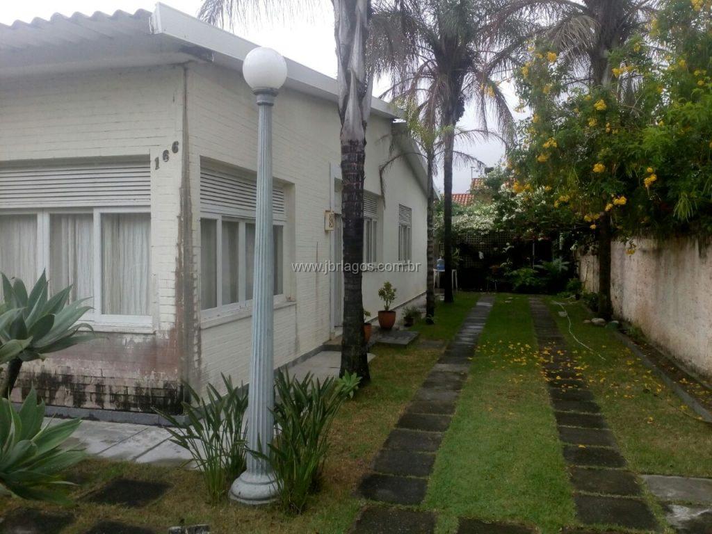 Charmosa casa linear independente, ampla, bairro nobre, perto do Canal Itajuru, Shopping e a 5 minutos do Centro de Cabo frio