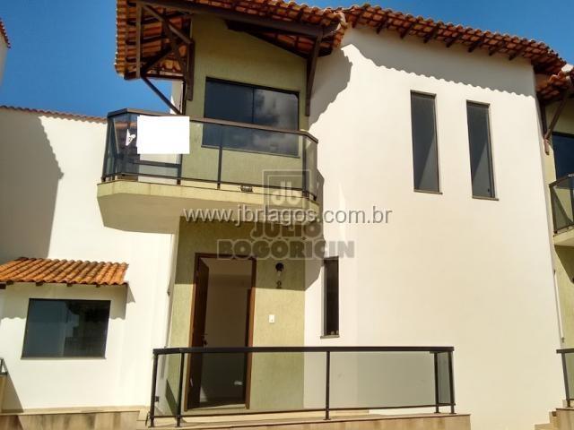 Linda casa de 1° locação dentro de condomínio com total infraestrutura junto as Praias das Conchas e Peró