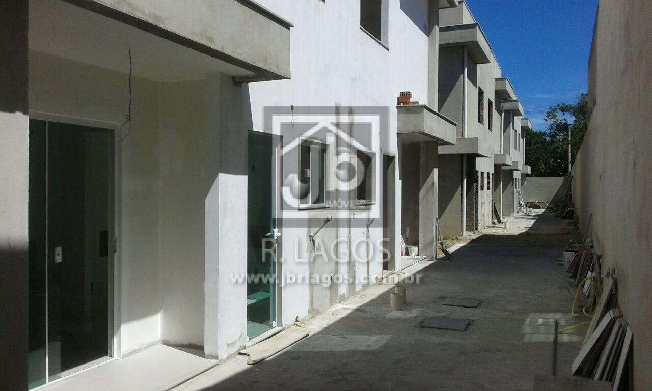 Lançamento de casas em condomínio, em ótima localização, perto do comércio, condução e Shopping Park Lagos