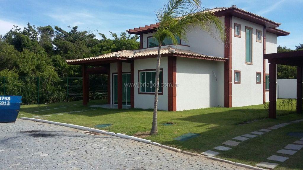 Linda e encantadora mansão de 1° locação, ampla, perto da Praia, em condomínio com infraestrutura