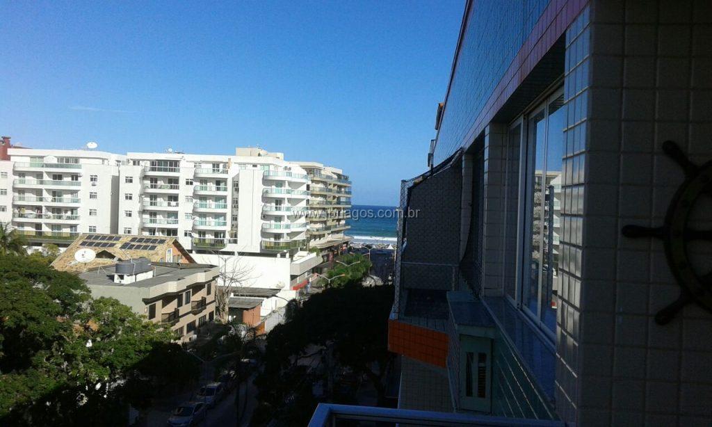 Cobertura com linda vista Mar Lateral, na rua principal entre a Praia do Forte e Centro