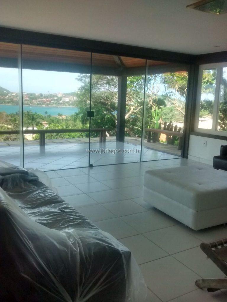 Linda casa mobiliada e finamente decorada com espetacular vista a 800 m da Praia da Ferradura