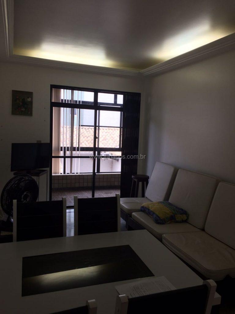 Lindo e amplo apartamento em ótima localização, a 100 m da Praia, em área super valorizada