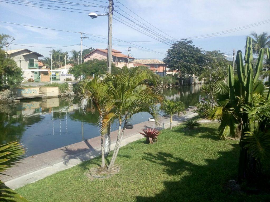 Luxuosa e ampla casa independente, em condomínio com total infraestrutura, rampa para o Canal e garagem náutica