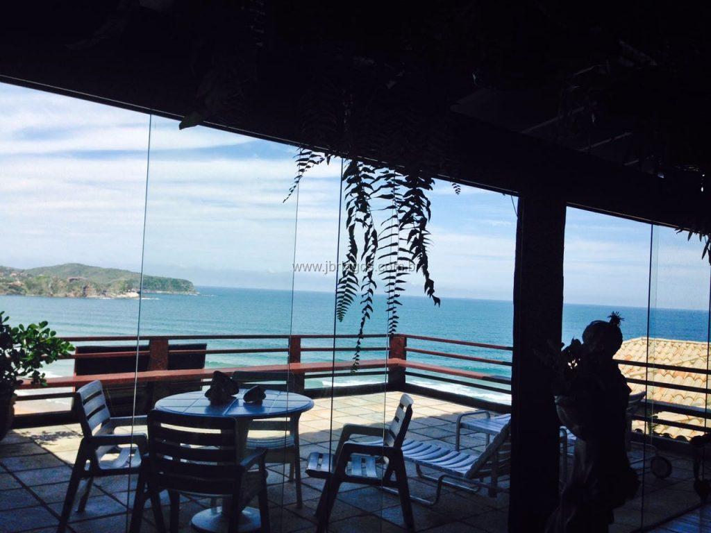 Mansão luxuosa, com vista cinematográfica da Praia de Geribá, ampla, na segurança de um condomínio
