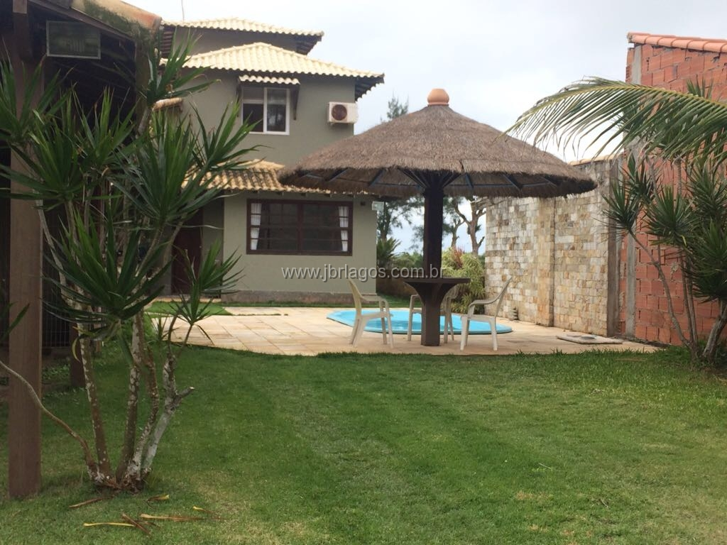 Ampla e maravilhosa casa em terreno de 360 m², com área de lazer completa, perto da Praia e vista Mar