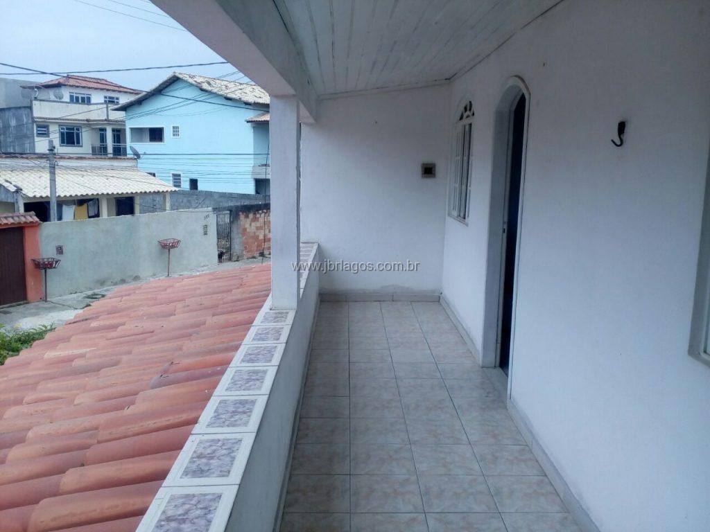 Casa tipo sobrado, com entrada independente, perto das vias de acesso e comércio