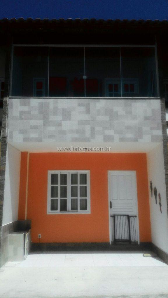 Casa na segurança de um condomínio, ótima localização, perto do Shopping, comércio e a 300 m da Praia das Palmeiras