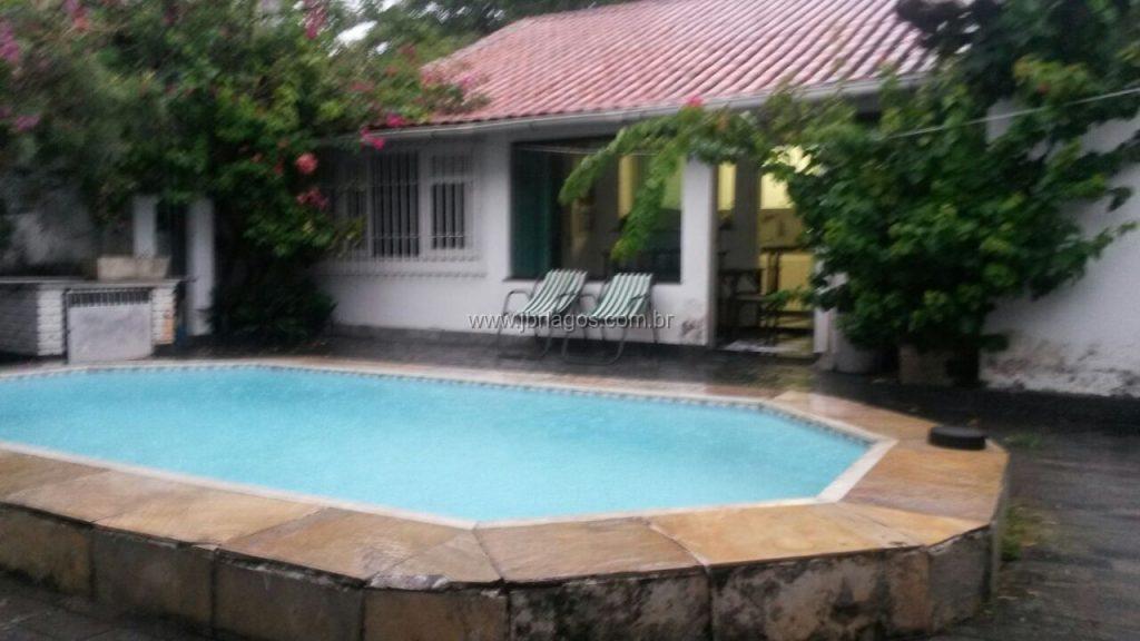 Linda e ampla casa linear, 400 m², piscina, anexo, bairro nobre a 5 minutos do Centro e Praia do Forte, perto do Canal e Shopping