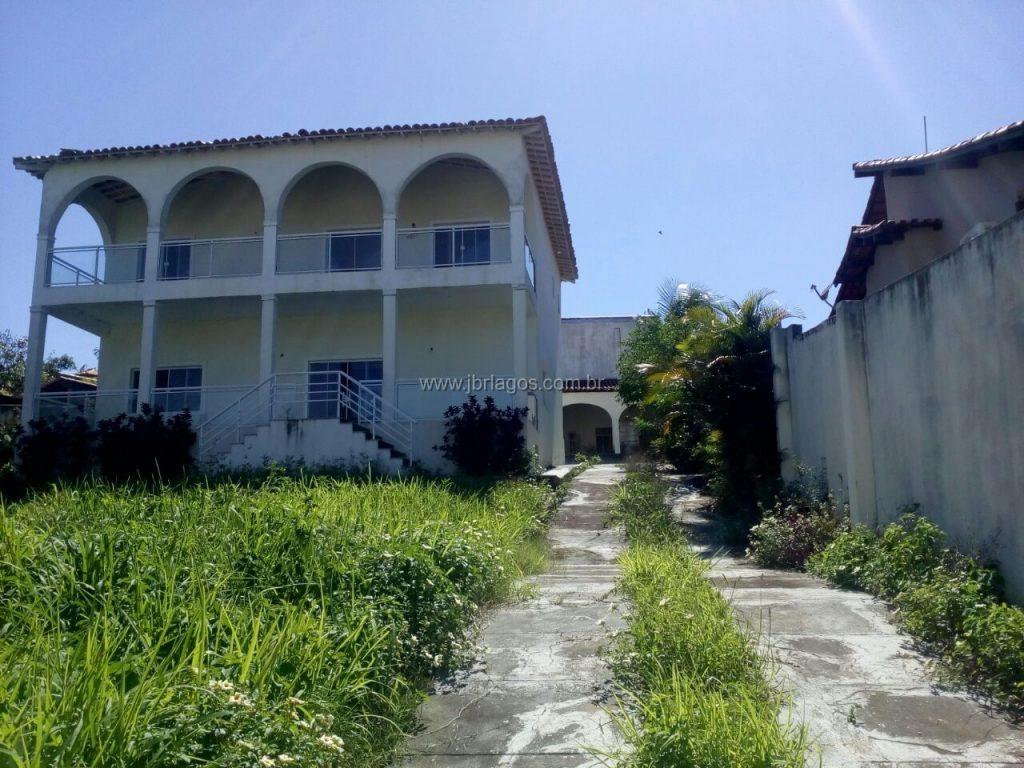 Ampla casa independente em terreno de 1.194,60 m², recém reformada, perto do comércio, Upa e Trevo p/São Vicente
