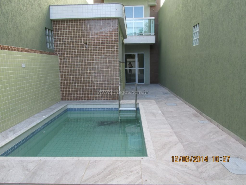 Linda casa independente com área de lazer, perto da Rodoviária,  Centro, amplo comércio Praia