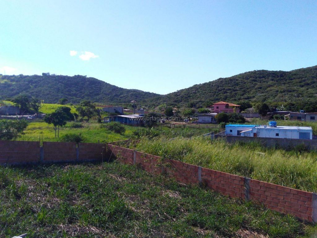 Ótimo terreno linear e murado, 500 m², perto das vias de acesso, a 10 minutos de Cabo Frio e Centro de São pedro