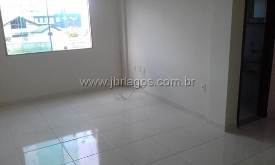Excelente apartamento frontal, pertinho do Centro de São Pedro da Aldeia, todo no porcelanato
