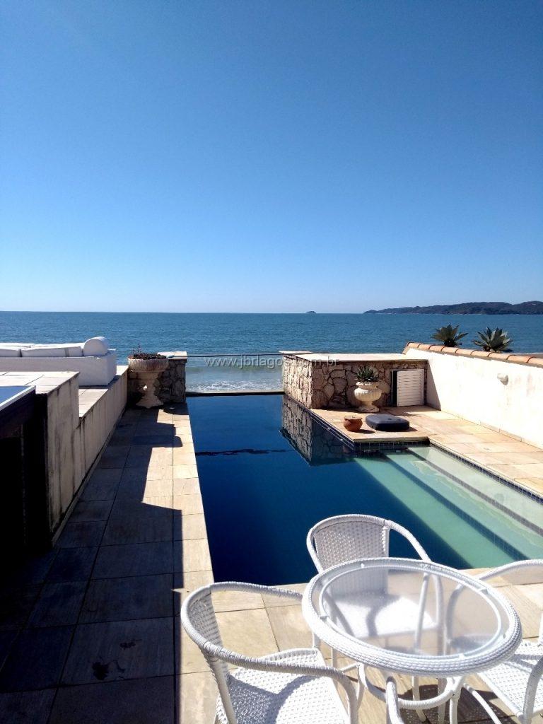 Mansão com acesso direto ao Mar, vista Mar cinematográfica, mobiliada, garagem náutica e área de lazer