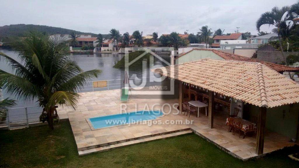 Casa independente com linda vista, hidro, área de lazer, ótima localização