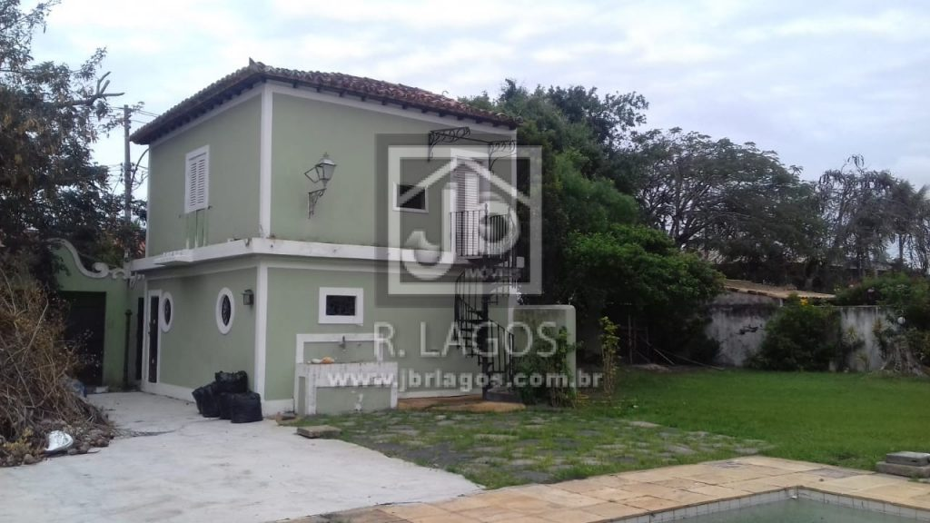 Casa independente de 1530 m² para comércio ou residência em bairro nobre