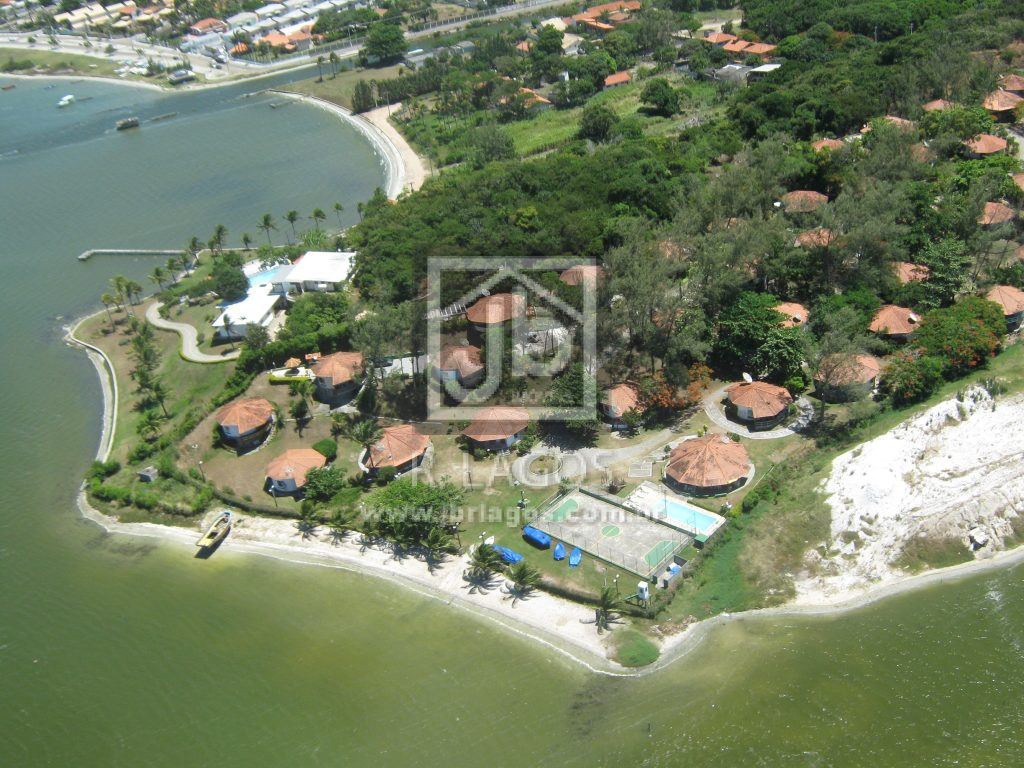 Aconchegante casa em condomínio clube, perto da Praia e das principais vias de acesso