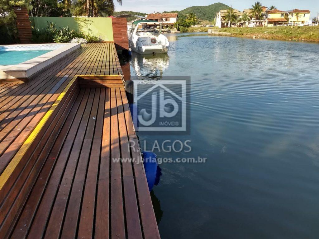Casa independente e linear, 1000 m²,  canal navegável e área de lazer, frontal e linda vista
