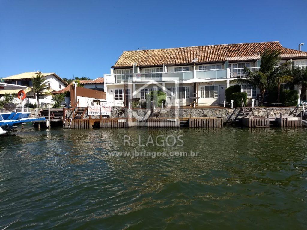 Casa recém reformada,  canal navegável, frontal e com maravilhosa vista, lindo condomínio com infraestrutura