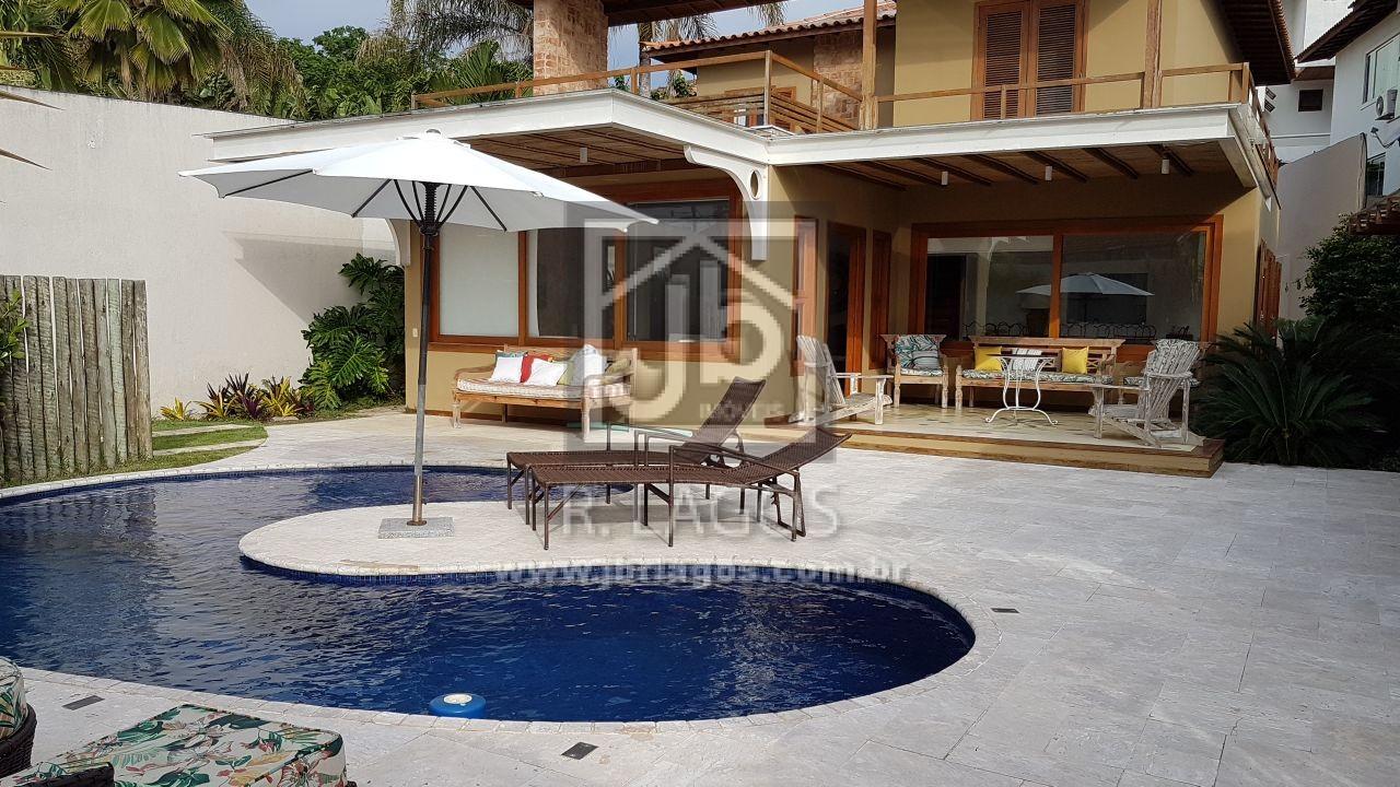Luxuosa mansão no melhor ponto de Geribá, apenas 150 m da praia