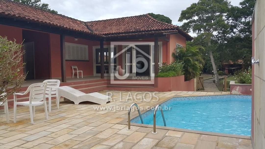 Casa térrea na segurança de um condomínio com infraestrutura, acesso direto a Praia das Caravelas