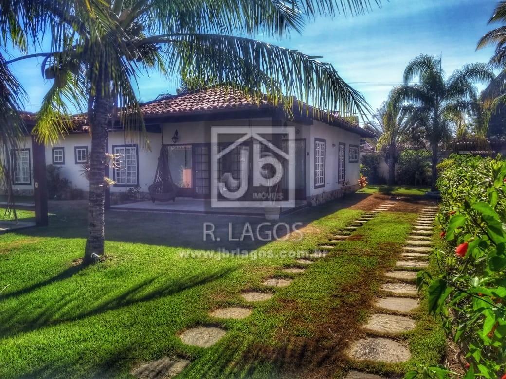 Casa linear, área de 700 m², na segurança de um condomínio com total infraestrutura, perto da Praia