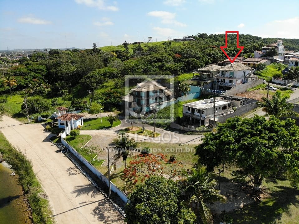 Casa estilo mansão, vista cinematográfica da Lagoa de Araruama, área de lazer privativa, na segurança de um charmoso condomínio