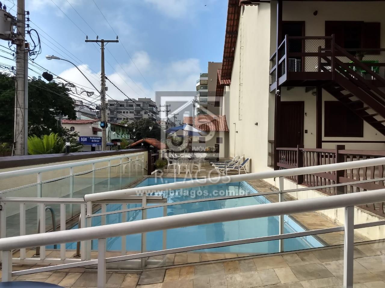 Casa na segurança de um condomínio com total infraestrutura, a pé para a praia