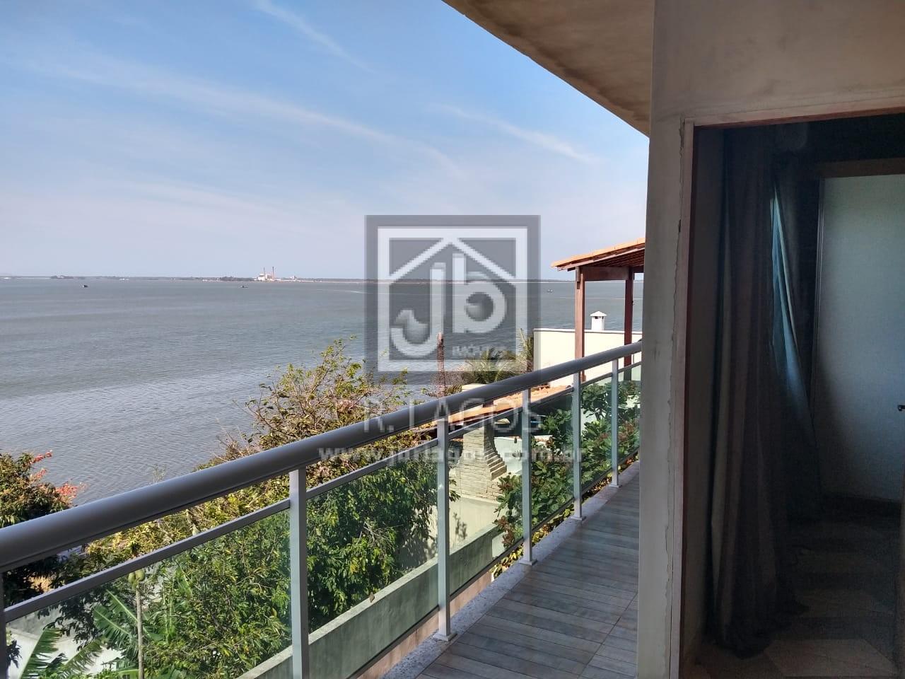 Casa na segurança de um condomínio, porém independente, linda vista e acesso a Lagoa, perto do comércio e condução