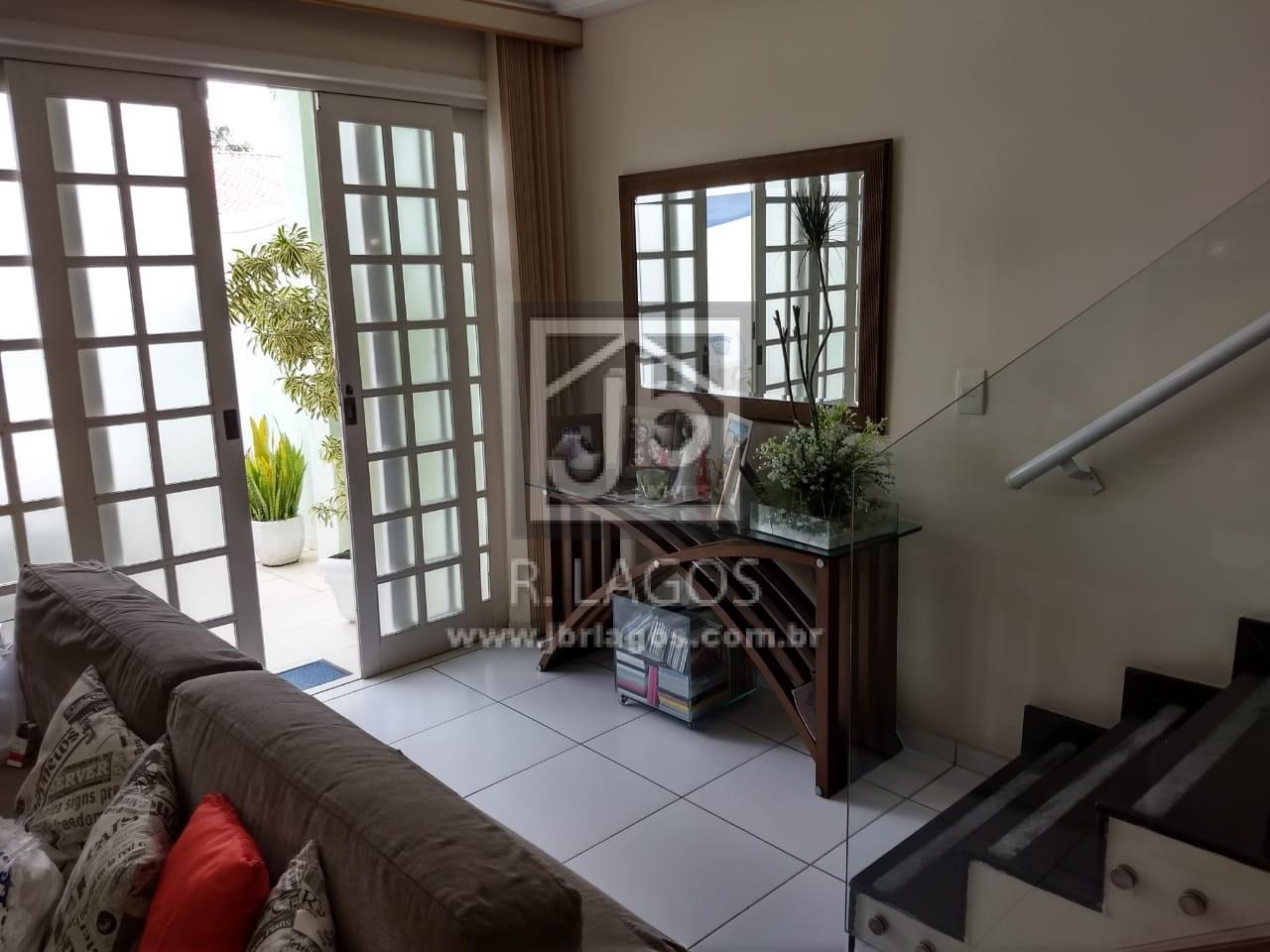 Linda casa independente, localização estratégica, rua tranquila, a pé para o Centro de Cabo Frio