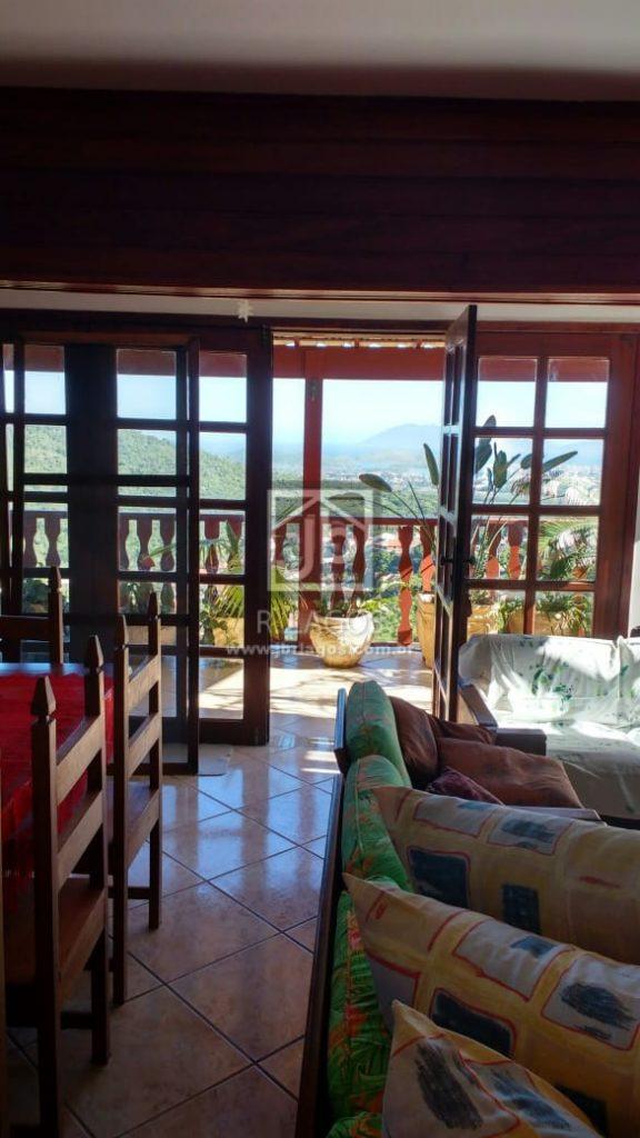 Casa com deslumbrante vista mar de todos os cômodos, terreno de 810 m²